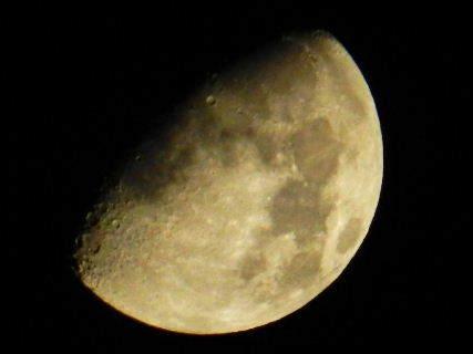 2015-10・22 夜半の空で輝く月 (2).JPG