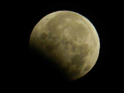 2017-08・08 葉月の空に輝く月(皆既月食?) (1).JPG