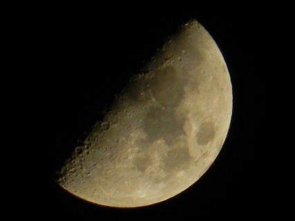2015-04・26 卯月の空に輝く月.JPG