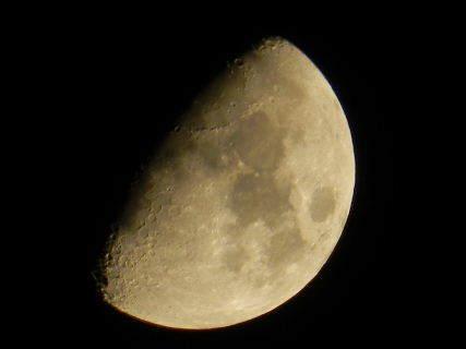 2015-04・27 卯月の夜半に輝く月.JPG